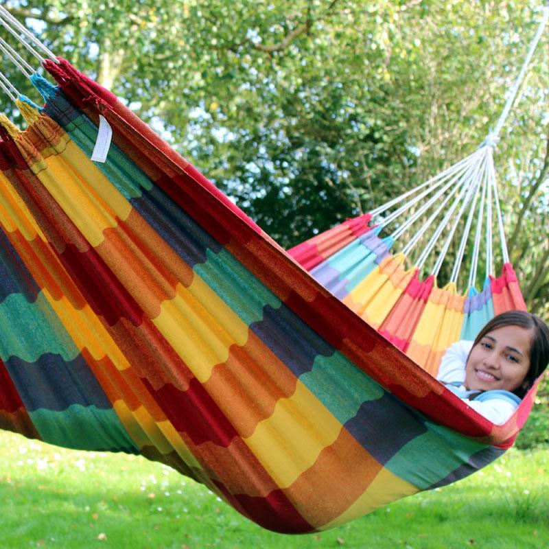 beneficios de dormir en hamacas